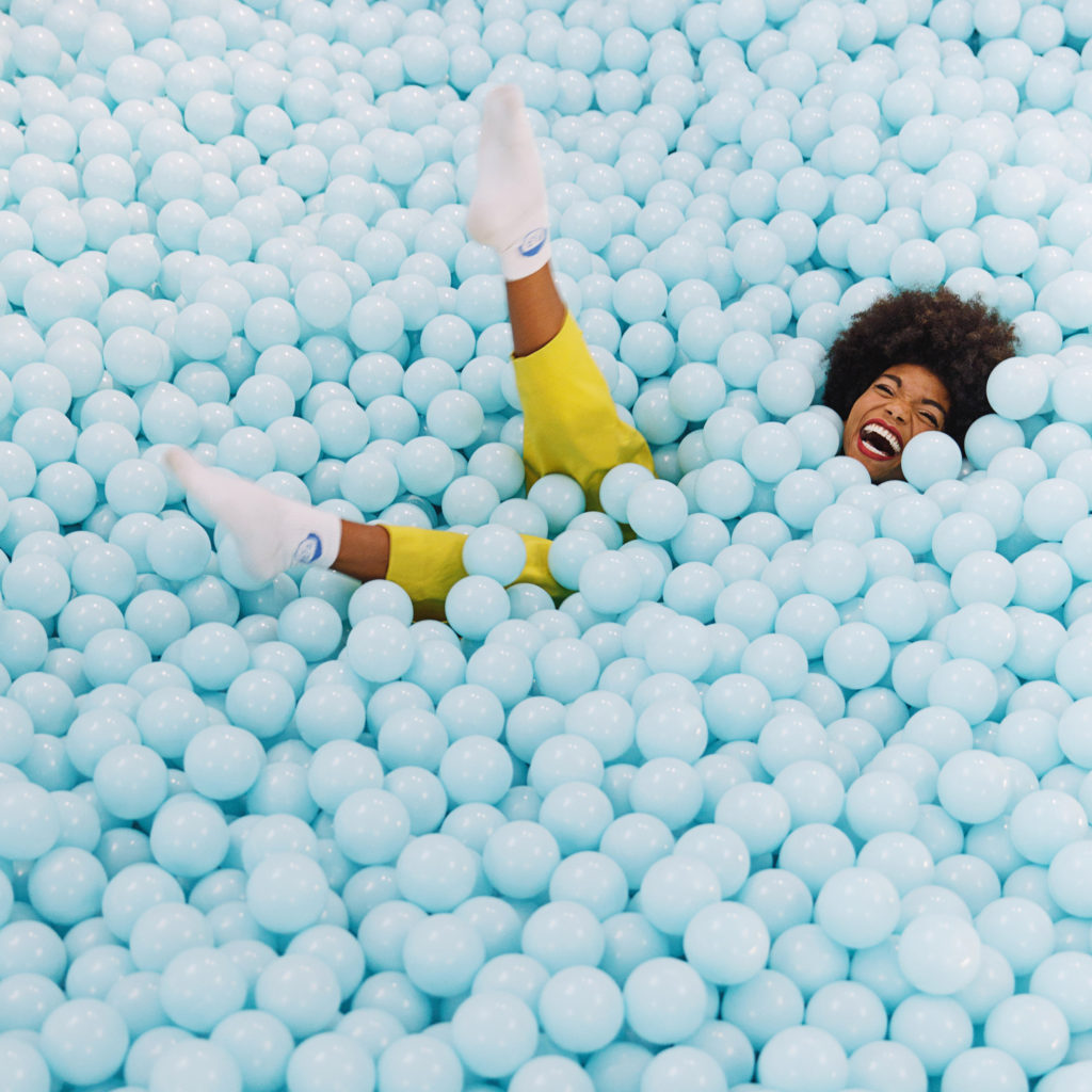 THE COLOR FACTORY_installation with a pool of blue balloons